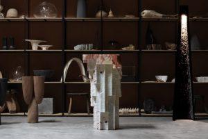 Meja Altar ukiran tangan oleh EWE Studio