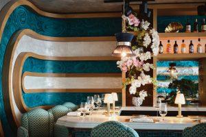 Desain Interior Restoran: 12 Contoh Cantik oleh Dekorator Selebriti