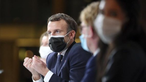 Macron Minta AS Hentikan Larangan Ekspor Vaksin Covid-19