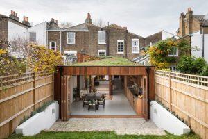 A Cloistered House by Turner Architects menampilkan halaman internal