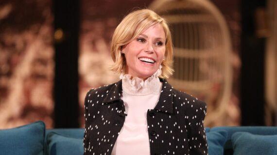 Bintang Keluarga Modern Julie Bowen Mendaftarkan Rumah Modern Hollywood Hills Abad Pertengahan seharga $3,85 Juta