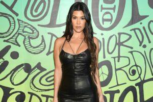 Kourtney Kardashian Dilaporkan Membeli Rumah Dekat Palm Springs seharga $ 12 Juta