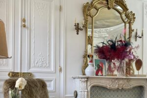 Bagaimana Perancang Busana Kym Ellery Menemukan Lukisan Impiannya