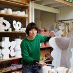 Temui Artis yang Membawa Imajinasi Warna-warni ke Keramik
