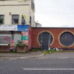Tembok Perdamaian di Pusat Kerusuhan Baru-baru ini di Irlandia Utara