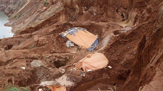 Esai foto: tanah terlantar – Ulasan Arsitektur