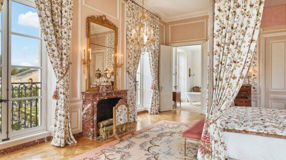 Versailles Membuka Hotel Pertamanya—Dengan Dekorasi yang Menampilkan Gaya Pribadi Louis XVI