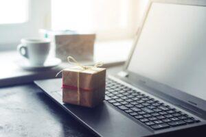 7 Ide Hadiah Digital yang Bermakna Saat Anda Tidak Dapat Hadir di Kehidupan Nyata