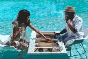 Sekarang Anda Dapat Memiliki Seni Slim Aarons yang Terinspirasi dari Jay-Z dan Hype Williams