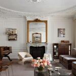 Masuki Apartemen Bersejarah Paris yang Penuh dengan Detail Menawan dan Barang Antik