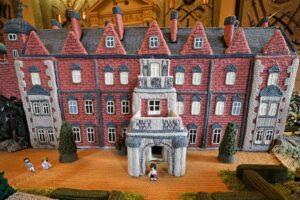 Kastil Sandringham Ratu Elizabeth II Sekarang Memiliki Versi Rajutan Mini yang Dipajang — Lihat Rajutan Sandringham
