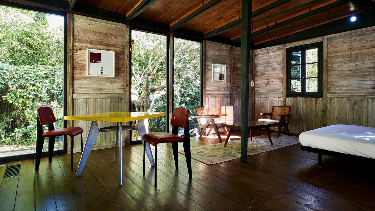 Ingin Tidur di Dalam Kabin yang Dirancang oleh Jean Prouvé?