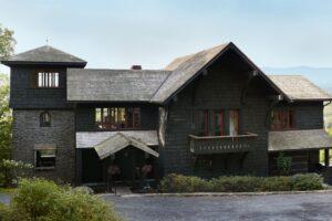 Di dalam Pondok Catskills Nyaman yang Terinspirasi oleh Frank Lloyd Wright