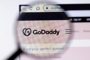 Google Bekerja Sama Dengan GoDaddy