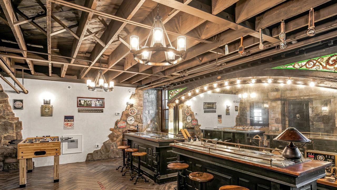 7 Rumah Bergaya Dengan Lounge Minum yang Canggih di Properti